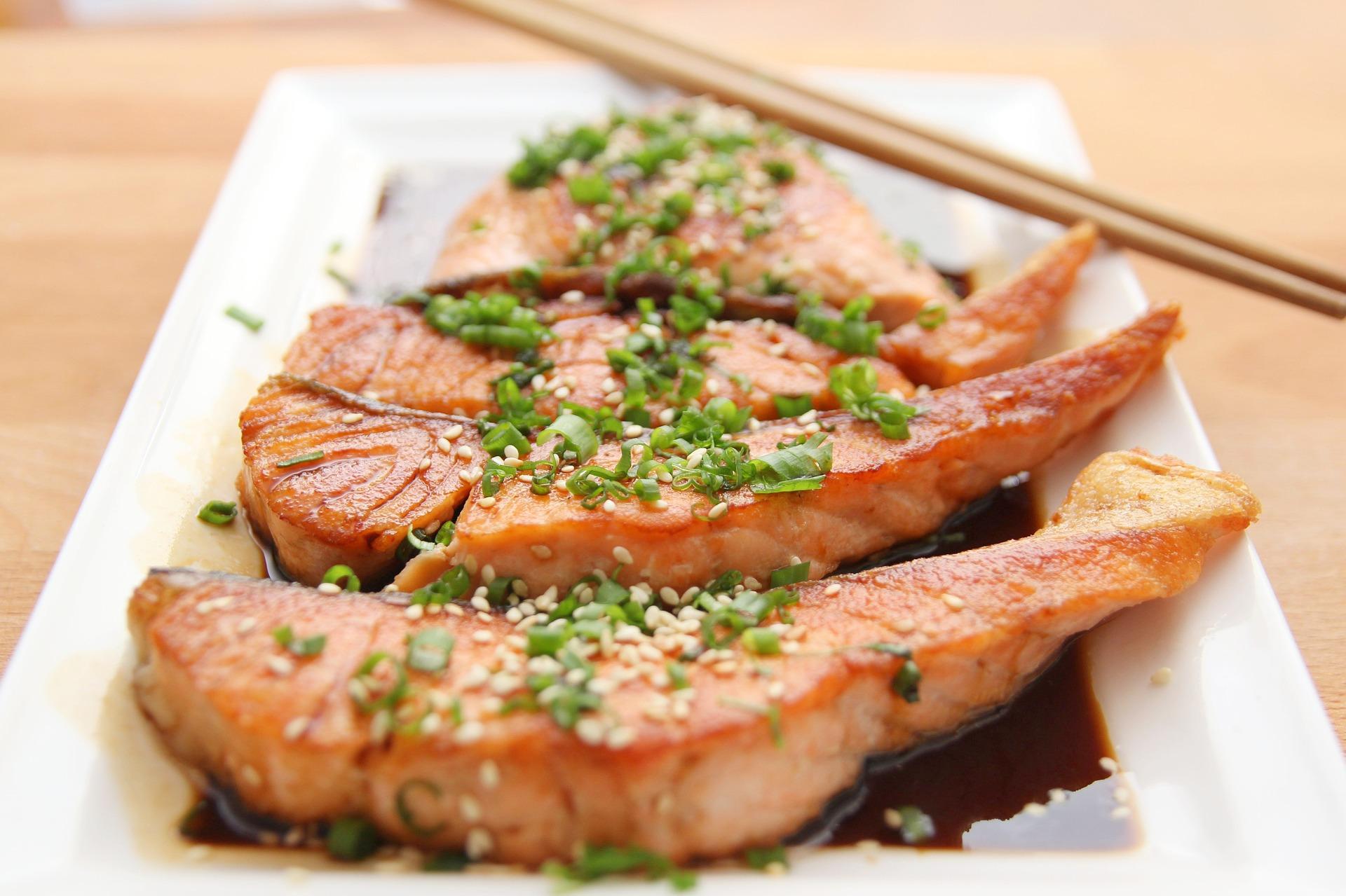 Previene la obesidad comiendo pescado