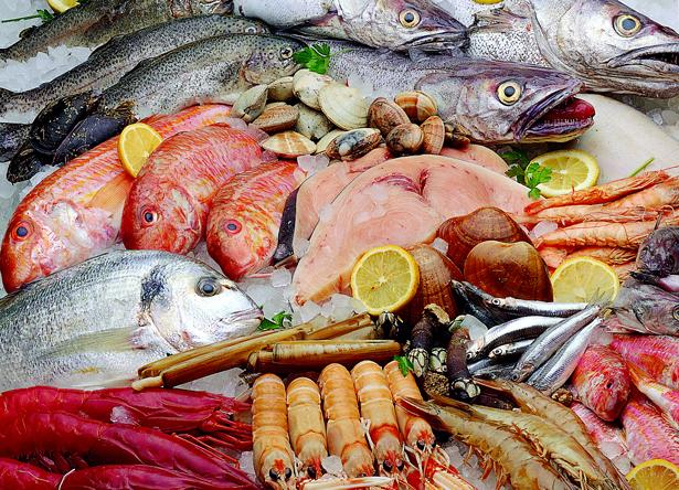 ¿Por qué es bueno comer pescado en verano?